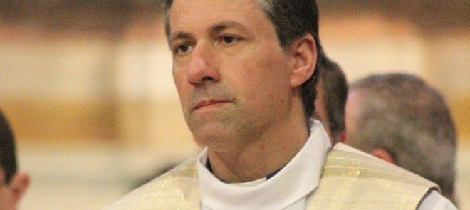 Município de Coruche homenageia  Pe. João Luís com medalha de agradecimento