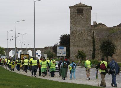 Cerca de 300 peregrinos da Arquidiocese de Évora caminham até Fátima