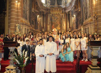 Fotos/Vídeos: Cerca de 70 jovens e adultos receberam o Sacramento da Confirmação na Catedral de Évora