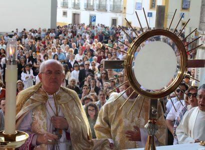 Procissão do Corpo de Deus congregou mais de um milhar no centro histórico de Évora