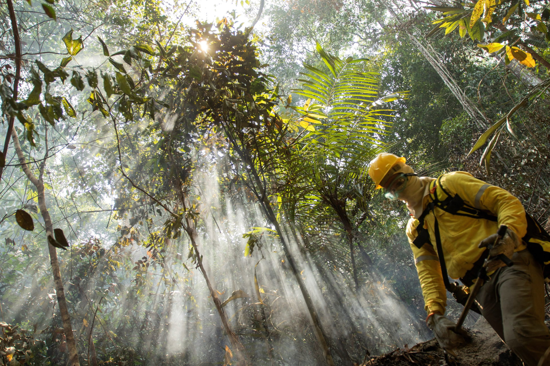 epa07799814 A fireman work to extinguish a fire at a forest near Porto Velho, Brazil, 28 August 2019. Brazil Amazon region suffer the worst fires of the last years. The government of Brazil has deployed some 40 thousand military personnel in the Amazon region.  EPA/Joedson Alves