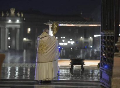 Covid-19 colocou todos «no mesmo barco» e é hora de mudar de vida, pede o Papa