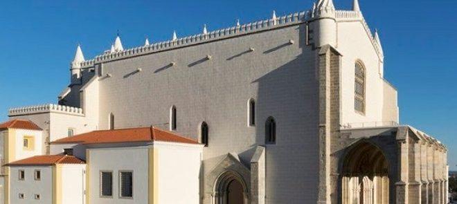 Évora: Igreja de S. Francisco encerrada assim como a Capela dos Ossos, Núcleo Museológico e colecção de Presépios Canha da Silva