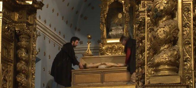Em Sexta-feira Santa reveja as imagens da Procissão do Senhor Morto (2018) e a transmissão da celebração da tumulação do Senhor