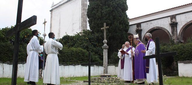 2 de Novembro: Arcebispo de Évora celebrou Eucaristia não comunitária na Cartuxa por todos os fiéis defuntos